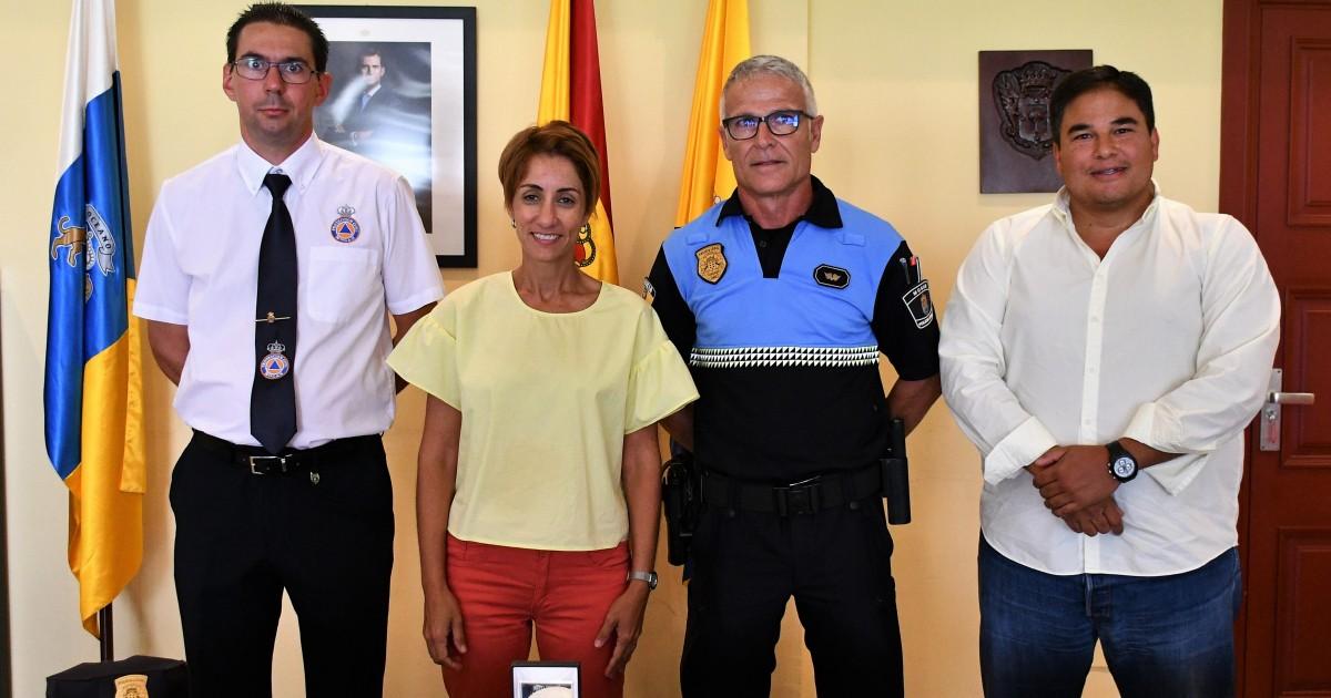 La Policía Local y Protección Civil de Mogán reciben el reconocimiento por su labor en los incendios de Gran Canaria
